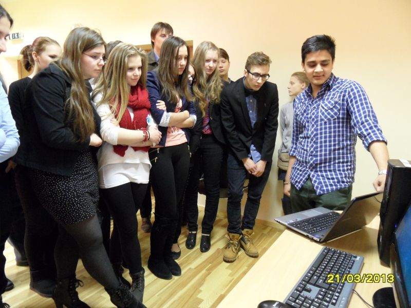 Волонтеры посетили Рижскую Классическую гимназию | Patvērums Drošā Māja, Убежище Надежный дом, Надежный дом, легальные иммигранты, беженцы, поддержка лиц, которым присвоен альтернативный статус, подданные третьих стран