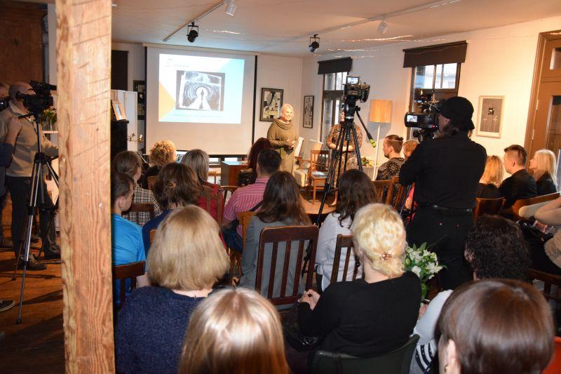 Dziesmas Meitene sapni zīmē prezentācija | Patvērums Drošā Māja