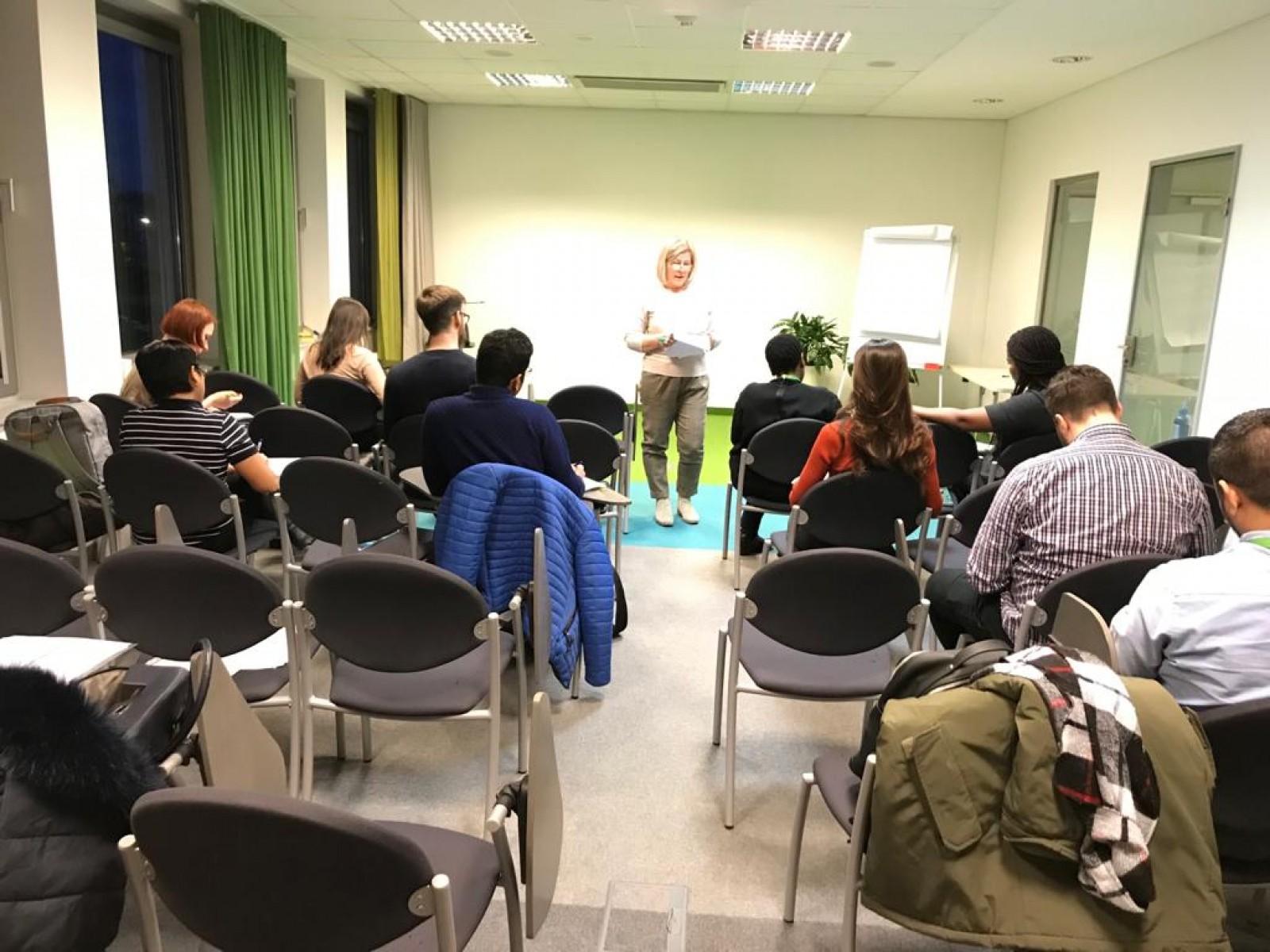 Latviešu sarunvalodas klubs SEB bankā | Patvērums Drošā Māja